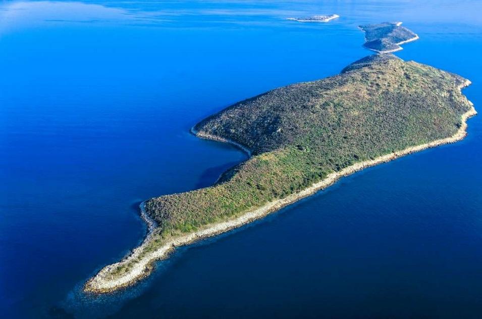 частный остров Агрия Триас